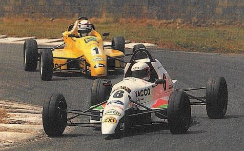 Formula Ford 1800 Zetec Giorgio Vinella 1995 foto SportAuto Campionato Francese gara Magny Cours testa della gara