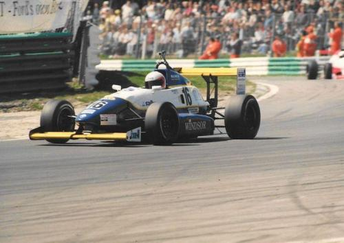 Giorgio Vinella Formula Renault 2000 1996 Brands Hatch British championship Manor Motorsport Van Diemen exit Paddock corner
