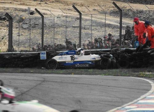 Giorgio Vinella Formula Renault 2000 1996 Thruxton British championship Manor Motorsport Van Diemen crash agaist tyre wall