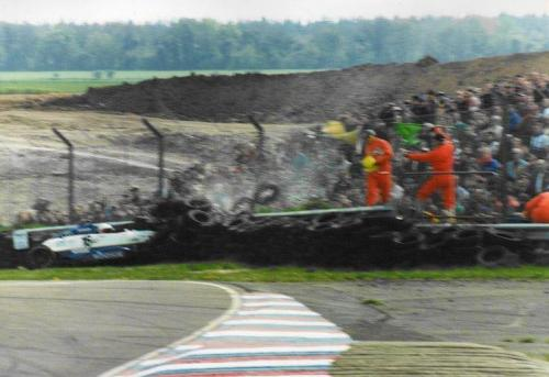 Giorgio Vinella Formula Renault 2000 1996 Thruxton British championship Manor Motorsport Van Diemen crash agaist tyre wall 0
