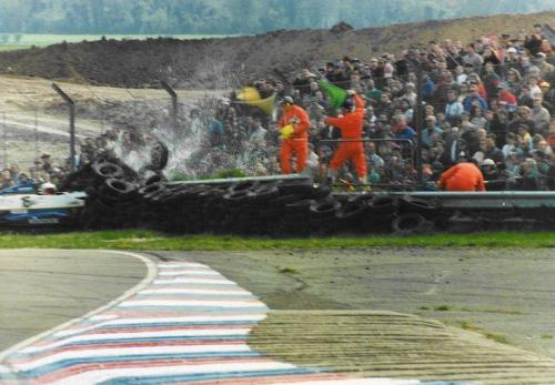 Giorgio Vinella Formula Renault 2000 1996 Thruxton British championship Manor Motorsport Van Diemen crash agaist tyre wall 1