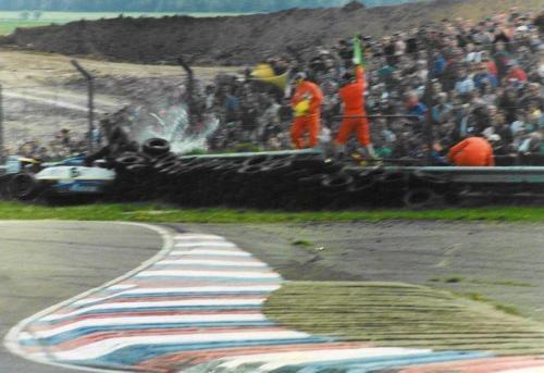 Giorgio Vinella Formula Renault 2000 1996 Thruxton British championship Manor Motorsport Van Diemen crash agaist tyre wall 2