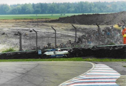 Giorgio Vinella Formula Renault 2000 1996 Thruxton British championship Manor Motorsport Van Diemen crash agaist tyre wall 3