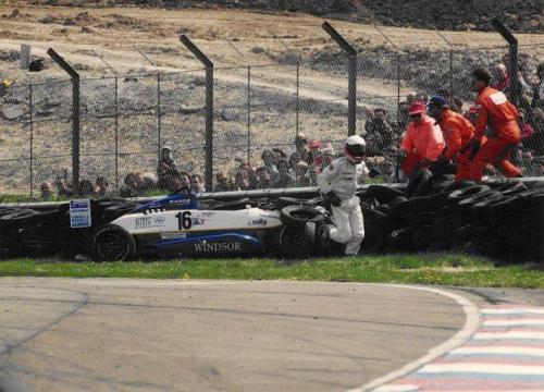 Giorgio Vinella Formula Renault 2000 1996 Thruxton British championship Manor Motorsport Van Diemen crash escape from car