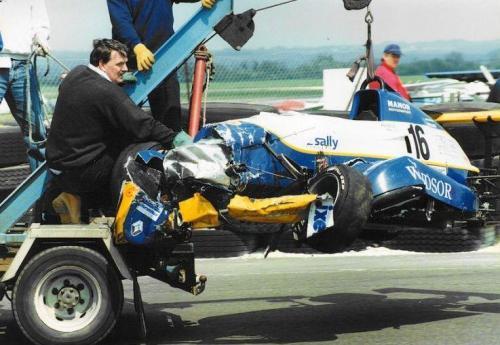 Giorgio Vinella Formula Renault 2000 1996 Thruxton British championship Manor Motorsport Van Diemen auto distrutta 1