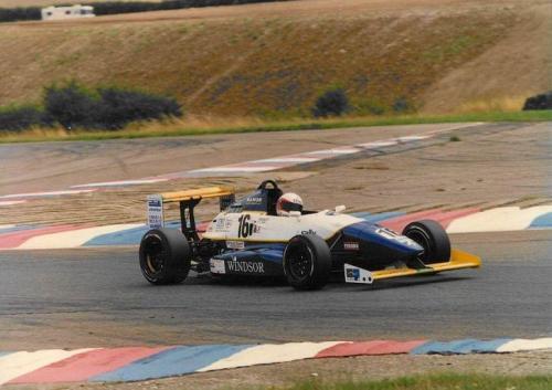 Giorgio Vinella Formula Renault 2000 1996 Thruxton British championship Manor Motorsport Van Diemen chicane