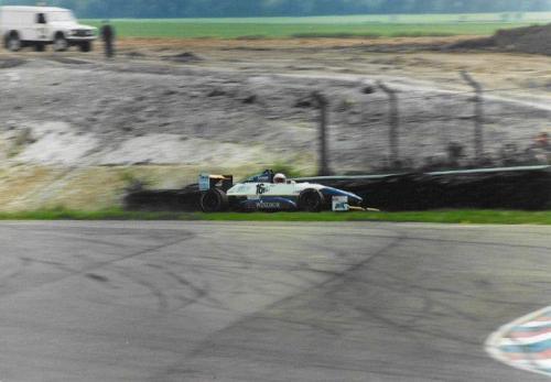 Giorgio Vinella Formula Renault 2000 1996 Thruxton British championship Manor Motorsport Van Diemen incidente prima urto contro muro gomme