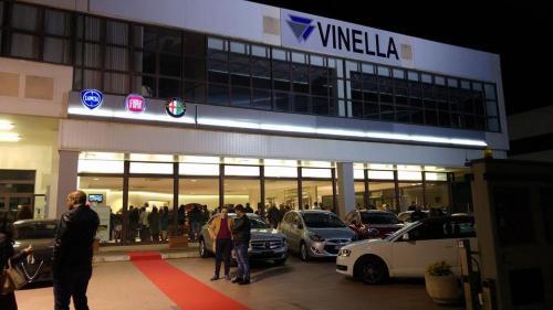 Giorgio Vinella evento Alfa Stelvio concessionaria In-Auto Putignano ingresso auto salone