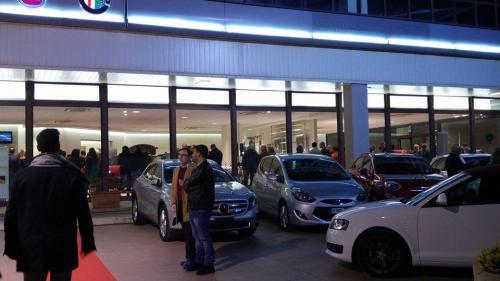 Giorgio Vinella evento Alfa Stelvio concessionaria In-Auto Putignano ospiti vip e clienti ingresso esterno