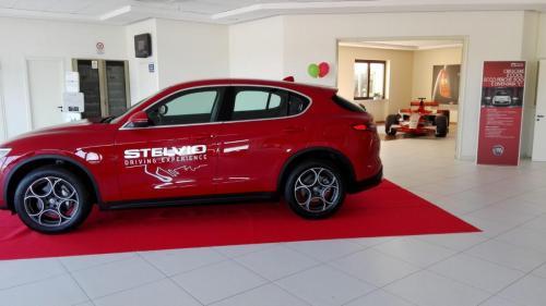 Giorgio Vinella evento Alfa Stelvio concessionaria In-Auto Putignano preparazione salone con Spyker Formula 1 sullo sfondo